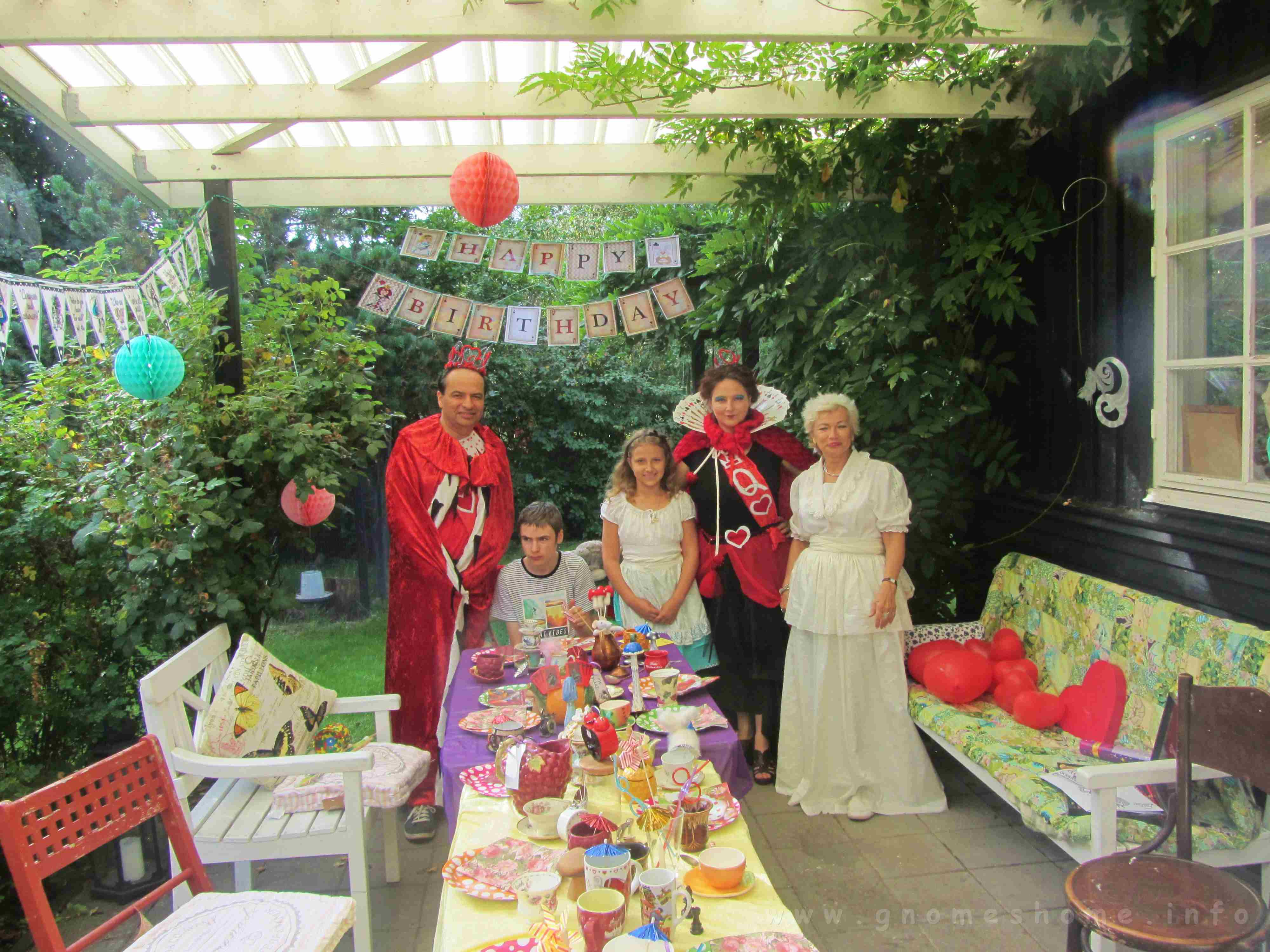 alice-in-wonderland-birthday-party-2